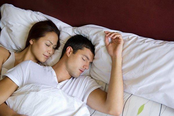 Ở ngưỡng tuổi 40, nồng độ testosterone bắt đầu giảm chỉ còn khoảng 400ng/ dl trong máu